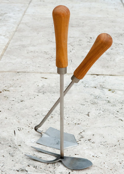 Buy sneeboer hand mattock for Common garden hand tools