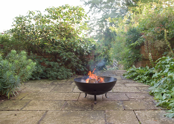 Disc fire pit with grill with handles