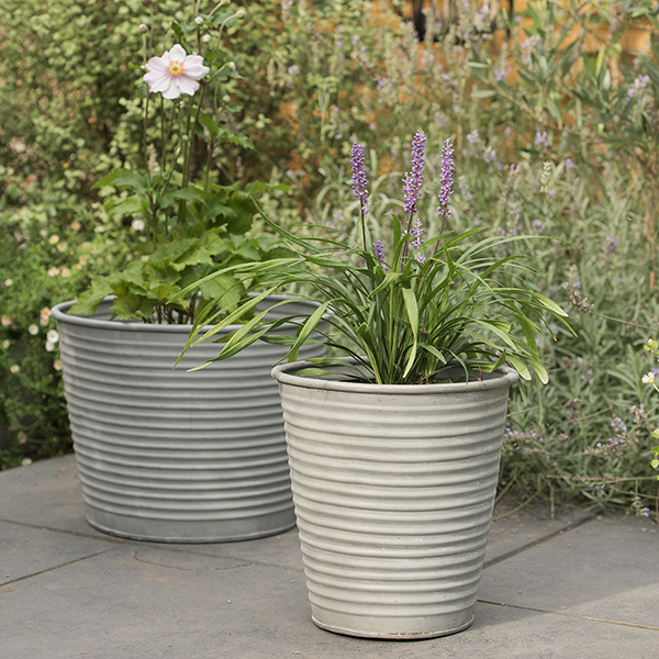 Aged ribbed planter