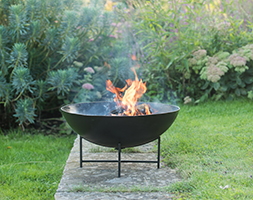 Iron fire pit bowl with simple base